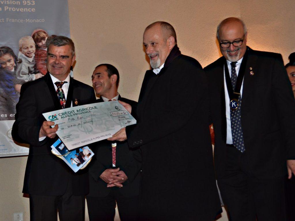 remise de chèque Charte Mouriès